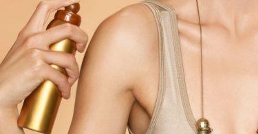 woman-using-spray-tan