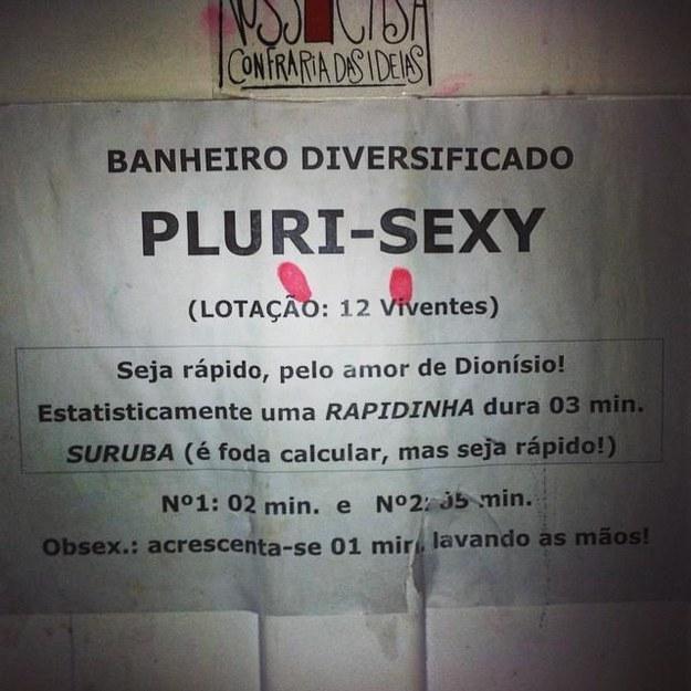 Este aviso no banheiro.